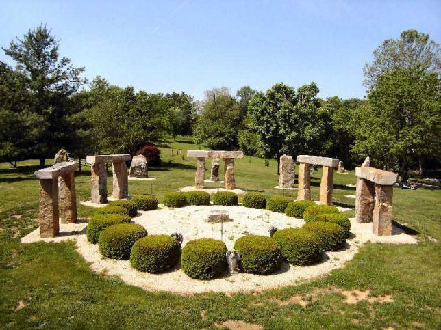 garden-stonehenge